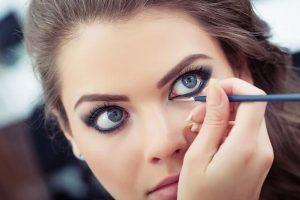 easy makeup tricks for bigger eyes